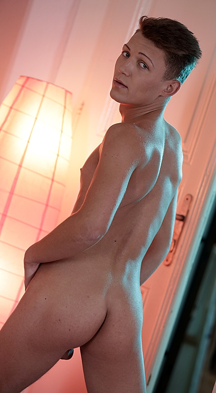 Blonde bubble butt ass